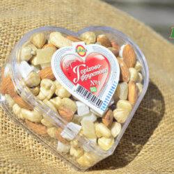 Набор орехи и цукаты в сердце